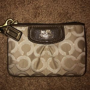 🚨NEVER WORN🚨Coach Wristlet